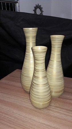 trio de vasos bege com fio dourados