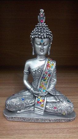 Buda Tibetano prateado com manto colorido