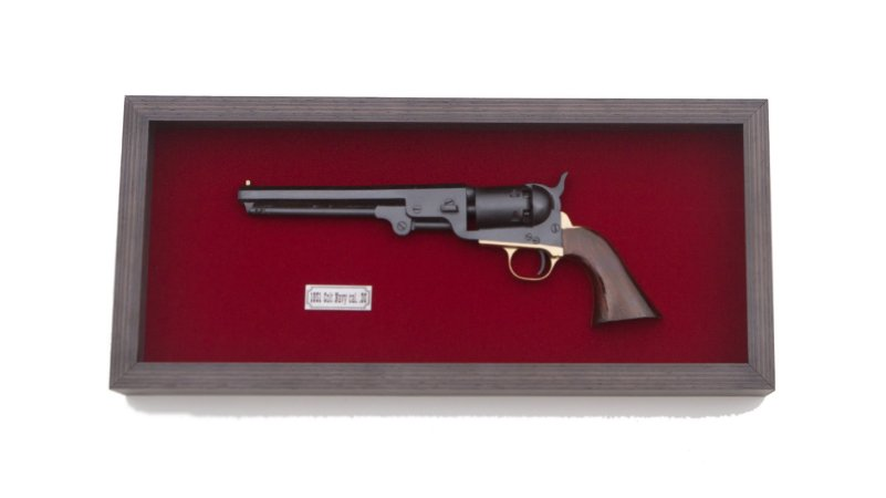Quadro Réplica Da Arma Colt Navy 1851 Cal.36 Fundo Vermelho