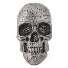 Crânio Metalizado com Desenho Tribal