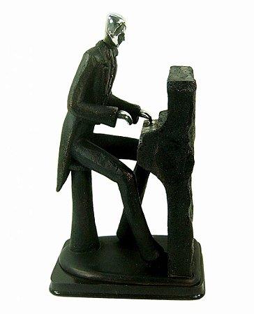 Estatueta de Resina Músico Tocando Piano (1401)