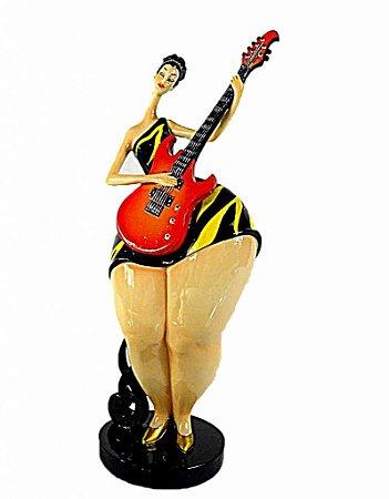 Estatueta de Resina Gordinha Tocando Guitarra (28383)