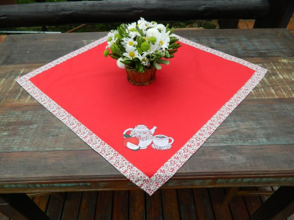 Toalha 58cmx58cm - Cor: Vermelha - Bordado: Bule