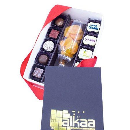 Kit - Taça com Damasco + 10 Bombons tradicionais e 10 bombons personalizados 04 cores