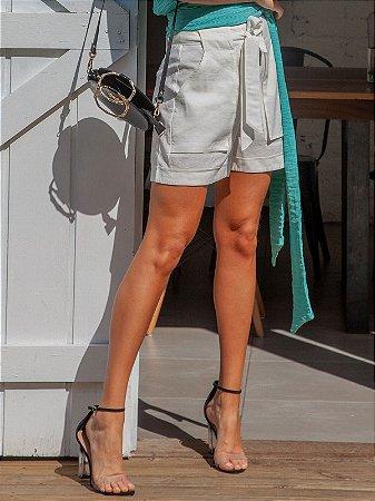 Shorts branco de viscose com amarração frontal