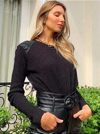 Blusa de tricot detalhe no ombro