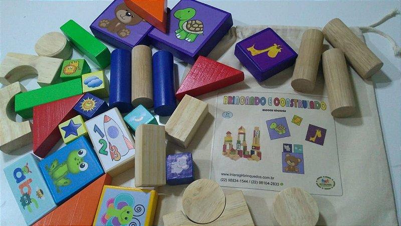Brincando e construindo (33 peças)