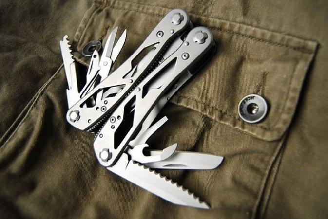 Canivete Alicate 24 Ferramentas em uma só!