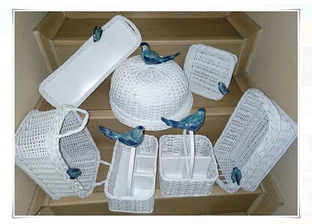 kit vime branco com cerâmica pássaro azul
