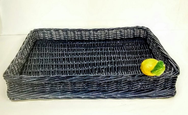 128 Bandeja M azul marinho em vime com limão siciliano H=7 cm, L= 28 cm, C= 39 cm