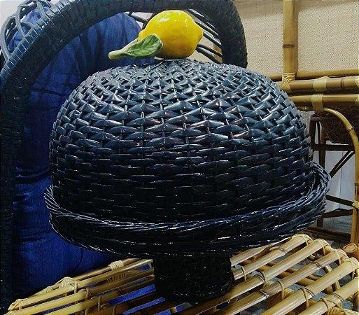 Boleira azul marinho  em vime com limão siciliano.  D=35 x H =36 cm com o pé