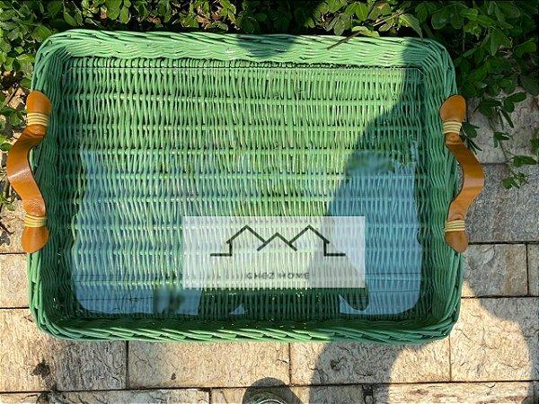 Bandeja M em vime verde com alça e vidro 07 X 28 X 39 CM