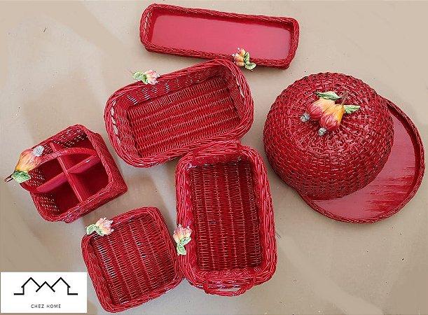 Kit em vime vermelho e apliques em cerâmica caju