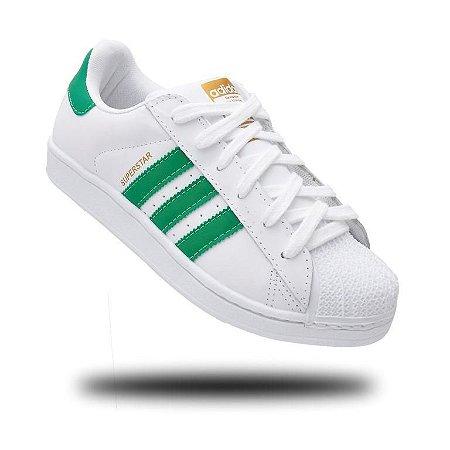 tenis adidas listras verdes