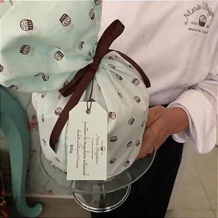 Panetone recheado de brigadeiro cremoso coberto com chocolate artesanal 800g