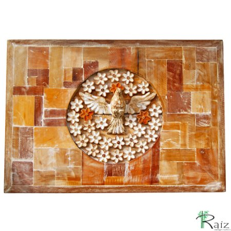 Quadro Divino Espírito Santo com Flores Rústico com Tacos de Madeira Patinado (49x70)cm