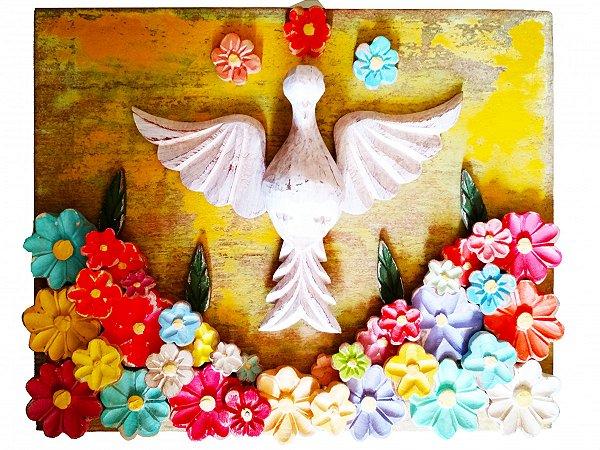 Quadro Divino Espírito Santo Pátina Fundo Amarelo e Flores Trabalhadas (40x30cm)