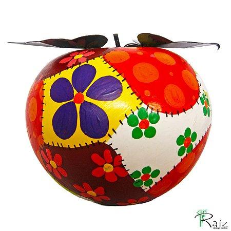 Fruta Decorativa de Mesa Maçã de Madeira Maciça e Caule com Folhas de Ferro Patchwork (15x17x17)cm
