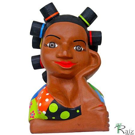 Boneca Namoradeira Cabelo Toto Esculpida e Pintada em Madeira Patchwork
