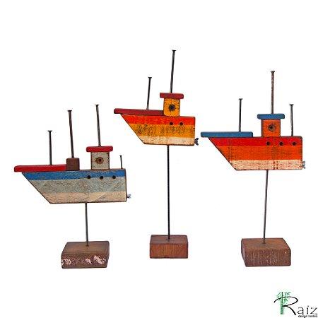 Escultura de Mesa em Madeira de Demolição Trio de Barcos
