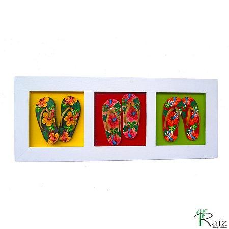 Quadro Decorativo Três Pares de Chinelos Pintura Floral