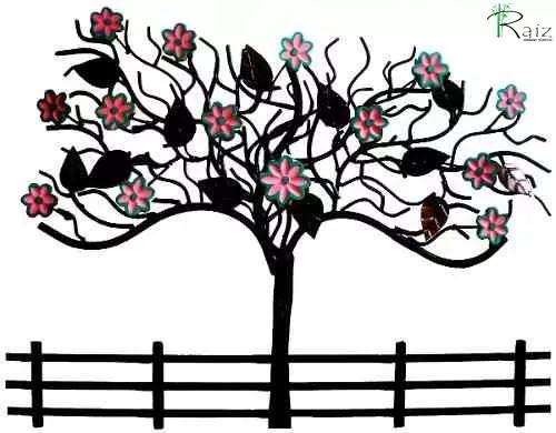 Quadro Painel Árvore em Ferro Vazado com Flores Lilás