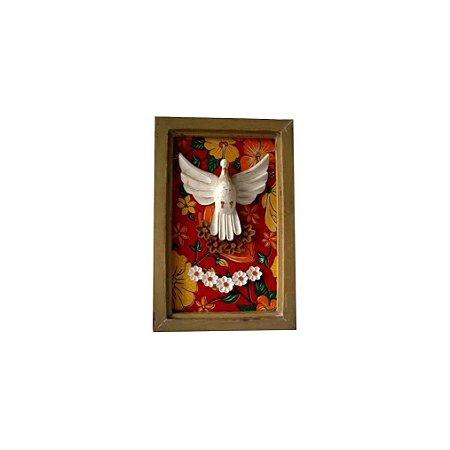 Quadro de Divino Espírito Santo Madeira e Chita