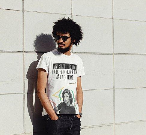 """Camiseta Clarice Lispector """"Liberdade É Pouco. O Que Eu Desejo Ainda Não Tem Nome."""""""