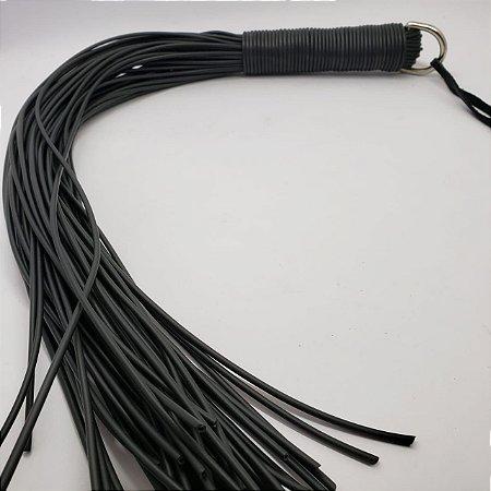 Flogger em fios de plástico