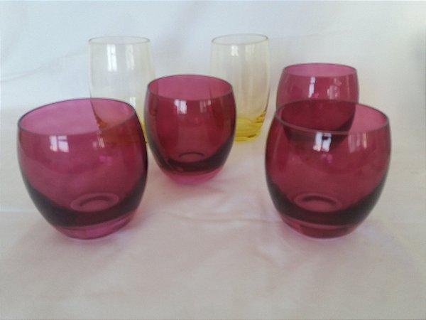 Conjunto de copos de cristal colorido