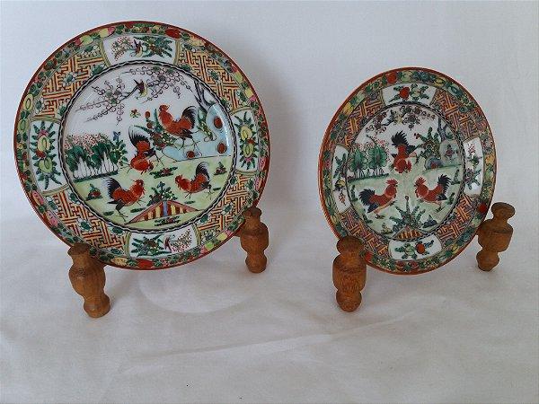 Dois  pratos Chines família galo