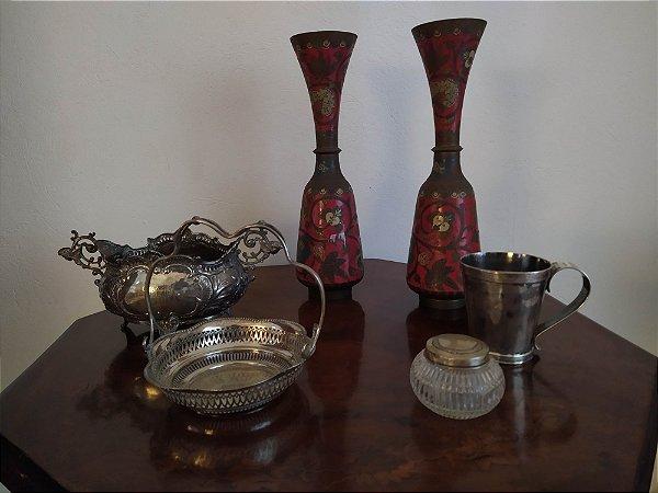 Par de clois onne , trabalho oriental , bronze com esmalte .