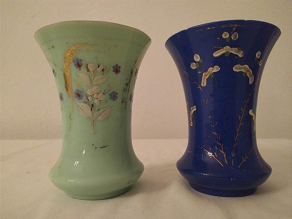 Par de vasos de opalina Francês , antigo , pintada a mão