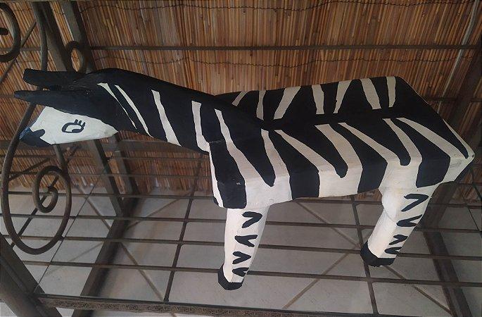 Banco ou Mesa de apoio , escultura em madeira em forma de zebra , mede 50x25
