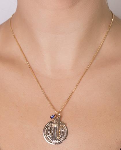 Colar de metal dourado com pedra azul Goulding