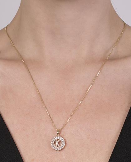 Colar de metal dourado com strass cristal kelly