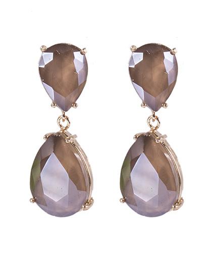 Brinco pequeno de metal dourado com pedra marrom perla