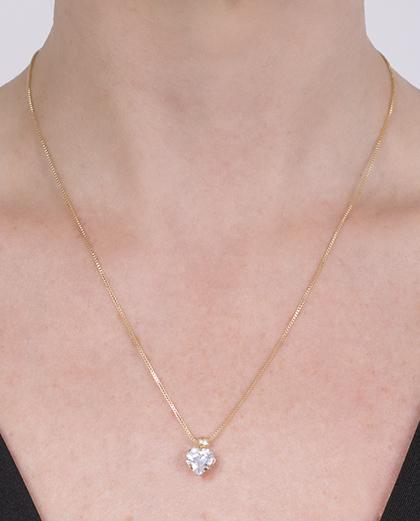 Colar folheado de metal dourado com pedra cristal Dalila