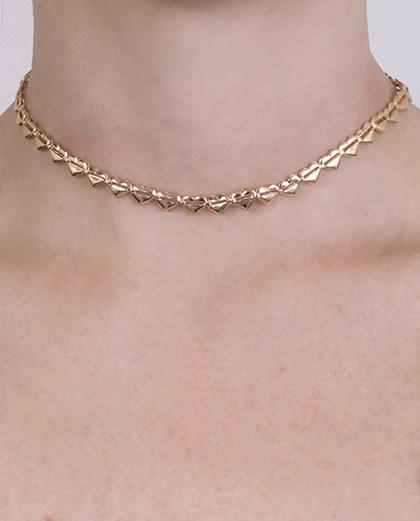 Gargantilha choker de metal dourado cassandra