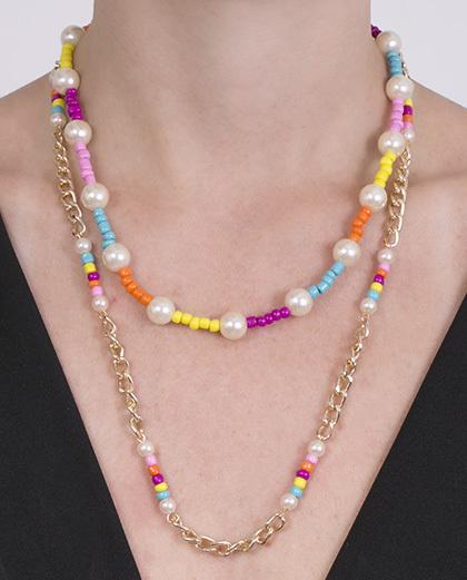 Colar de metal dourado com pérolas e pedras coloridas isabella