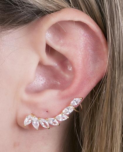 Ear cuff de metal dourado com pedra cristal antonieta