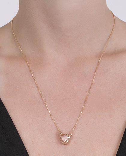 Colar de metal dourado com pedra rosé kyara