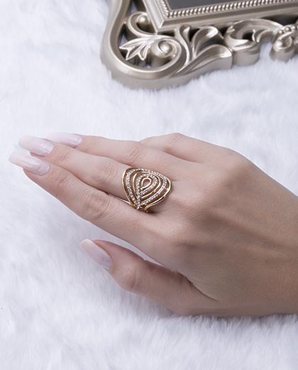 Anel dourado com strass cristal silva