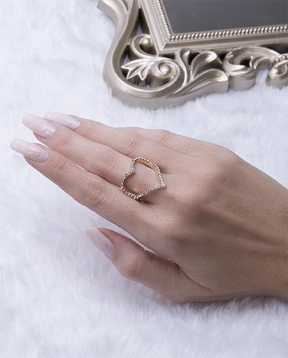 Anel dourado com strass cristal moraes