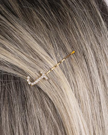 Presilha dourada com strass cristal letra J