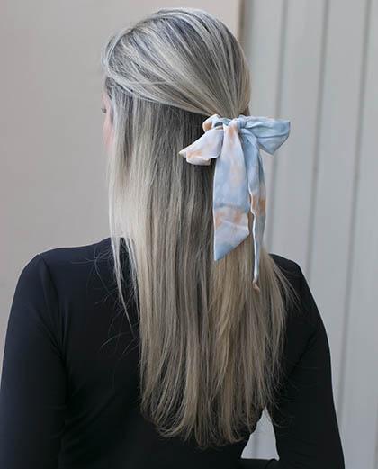 Laço de tecido tie dye azul azuki