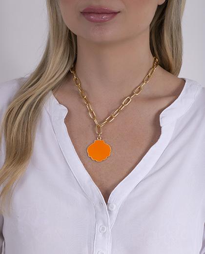 Colar dourado e laranja ari
