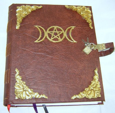 Livro das Sombras com Triluna cod.374