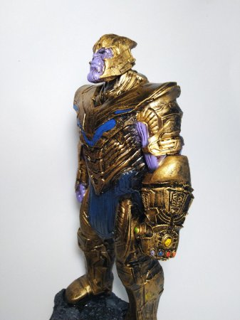 Estatueta Thanos Vingadores: Ultimato / Avengers: Endgame (30 cm)