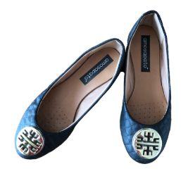 Sapatilha Preta com Aplique Dourado Amo Sapato
